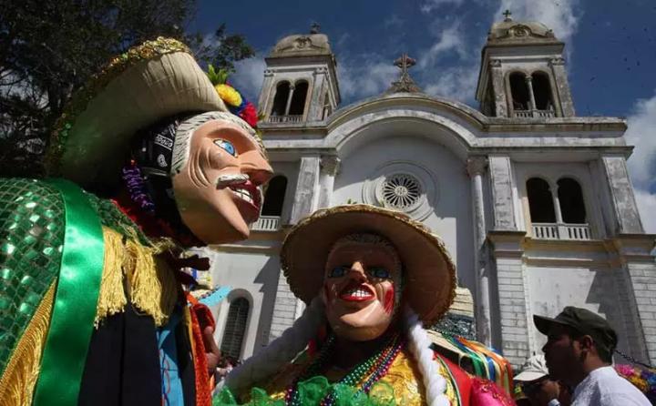 SAN SEBASTIÁN: CULTURA, BAILES TRADICIONALES Y FERVORRELIGIOSO
