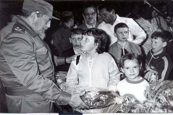 Fidel-y-los-niños-de-chernobil-1-580x388