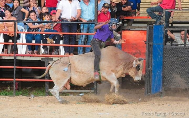 Capitalinos disfrutan de espectáculo taurino en honor a Santo Domingo deGuzmán