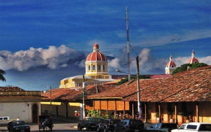 Aleros, tejados y balcones, la Granada de Nicaragua; #OCTUBREORGULLONICA #TEAMONICARAGUA #SOMOCISMONUNCAMAS #FNTNNIUNPASOATRAS #ELTAYACANVENCEDOR